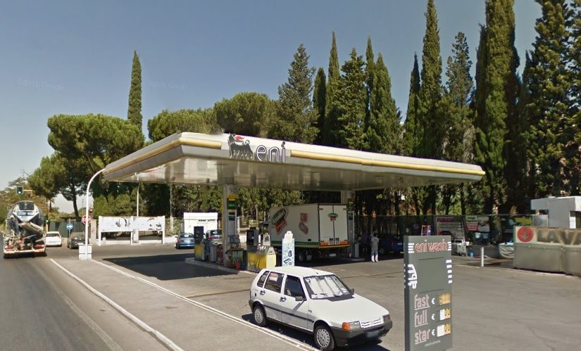 L'eterna lotta tra i benzinai de Via Prenestina