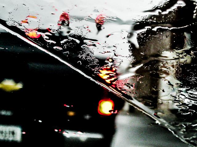 Er Metallaro segue il consiglio della Moretta sotto la pioggia